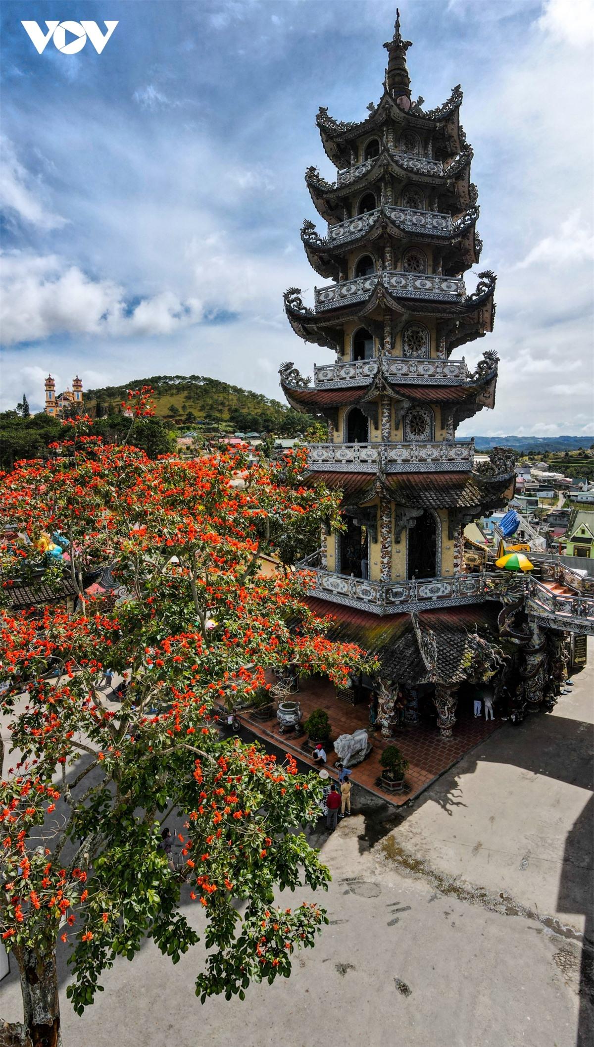Cực độc đáo: Lạ mắt ngôi chùa bằng ve chai độc nhất vô nhị nắm giữ nhiều kỷ lục tại Lâm Đồng - Ảnh 10.