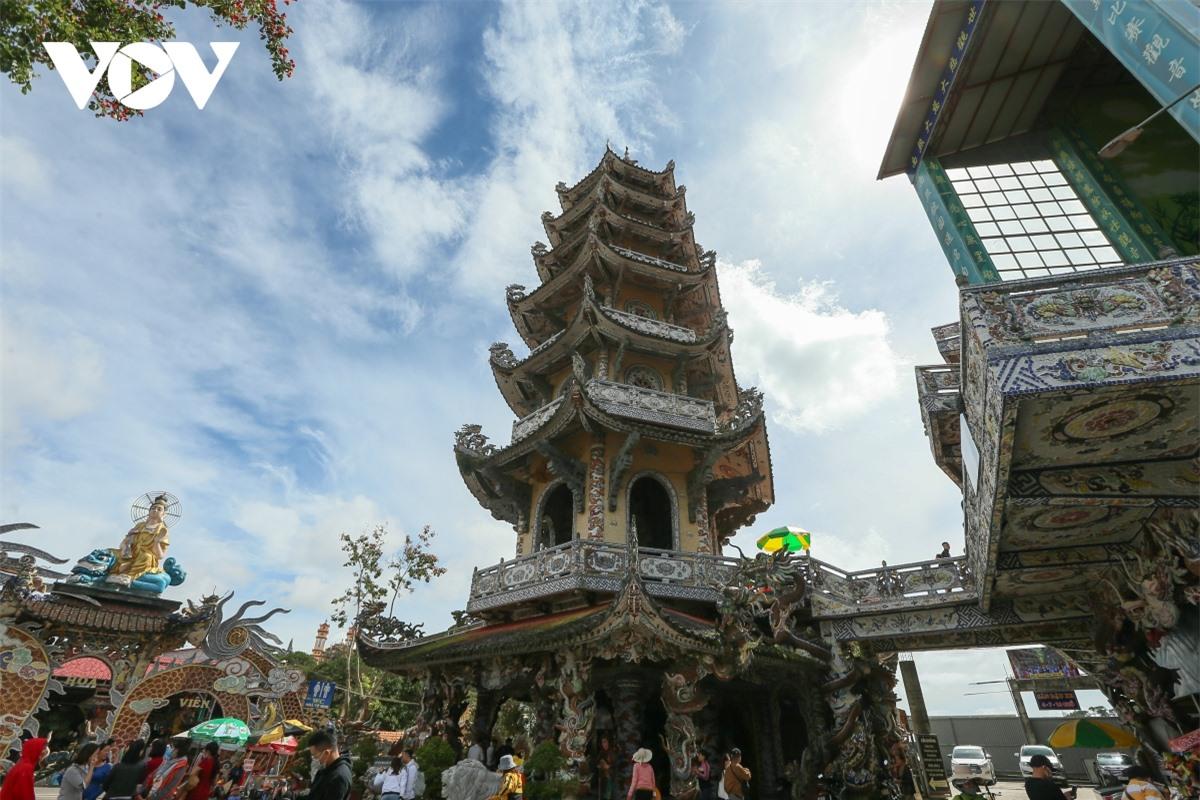 Cực độc đáo: Lạ mắt ngôi chùa bằng ve chai độc nhất vô nhị nắm giữ nhiều kỷ lục tại Lâm Đồng - Ảnh 11.