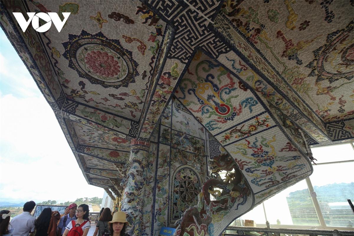 Cực độc đáo: Lạ mắt ngôi chùa bằng ve chai độc nhất vô nhị nắm giữ nhiều kỷ lục tại Lâm Đồng - Ảnh 12.