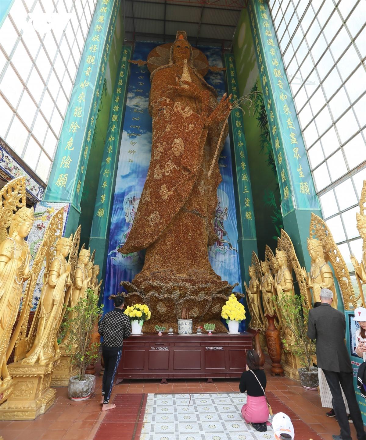 Cực độc đáo: Lạ mắt ngôi chùa bằng ve chai độc nhất vô nhị nắm giữ nhiều kỷ lục tại Lâm Đồng - Ảnh 13.