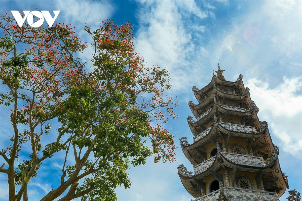 Cực độc đáo: Lạ mắt ngôi chùa bằng ve chai độc nhất vô nhị nắm giữ nhiều kỷ lục tại Lâm Đồng - Ảnh 14.