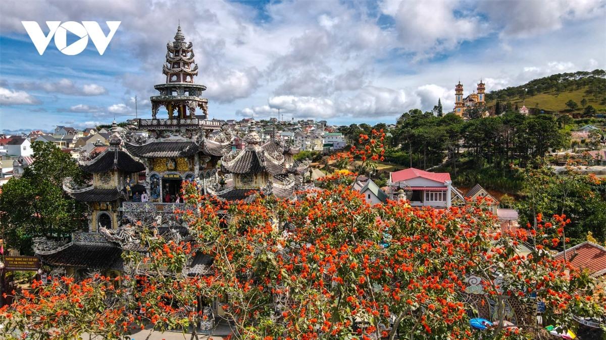 Cực độc đáo: Lạ mắt ngôi chùa bằng ve chai độc nhất vô nhị nắm giữ nhiều kỷ lục tại Lâm Đồng - Ảnh 15.