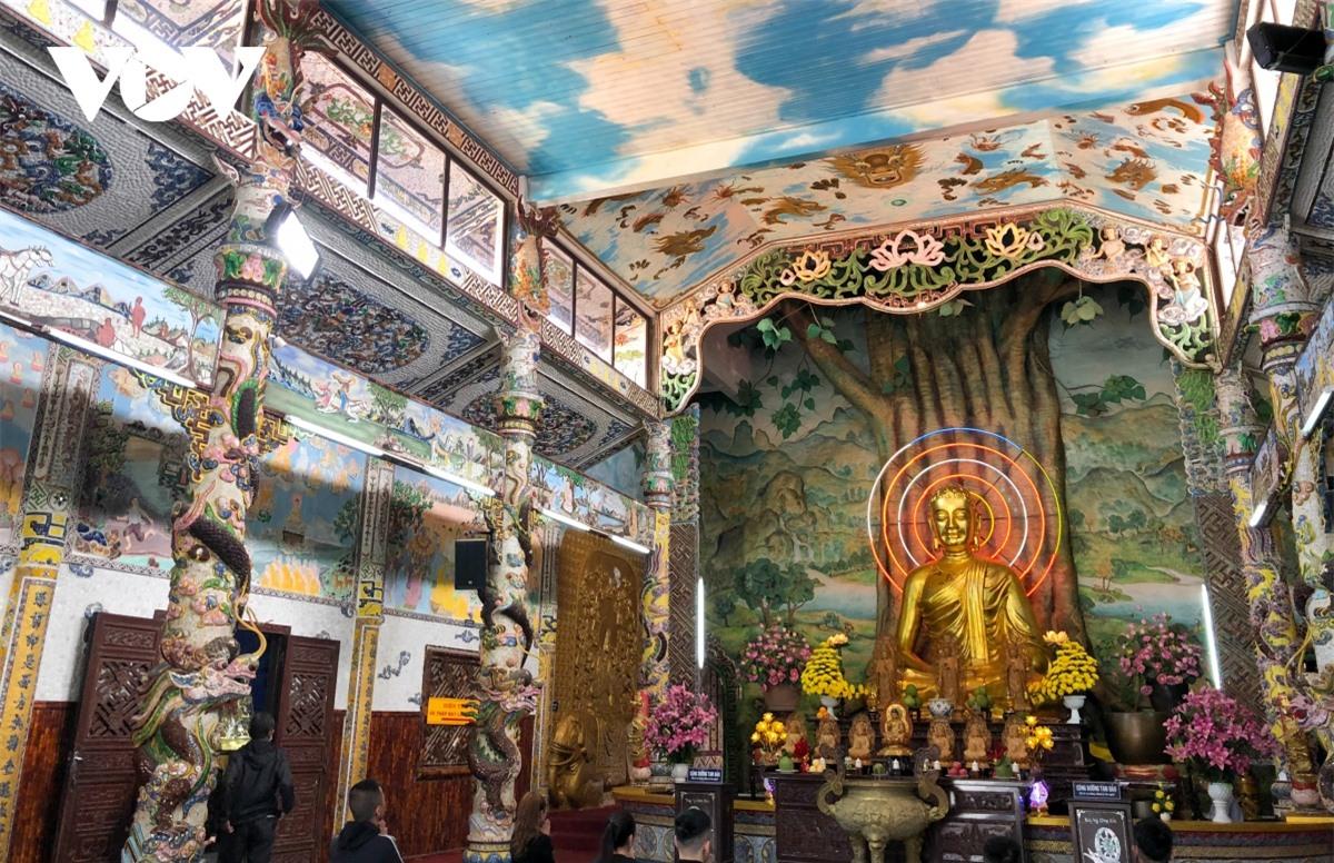 Cực độc đáo: Lạ mắt ngôi chùa bằng ve chai độc nhất vô nhị nắm giữ nhiều kỷ lục tại Lâm Đồng - Ảnh 3.