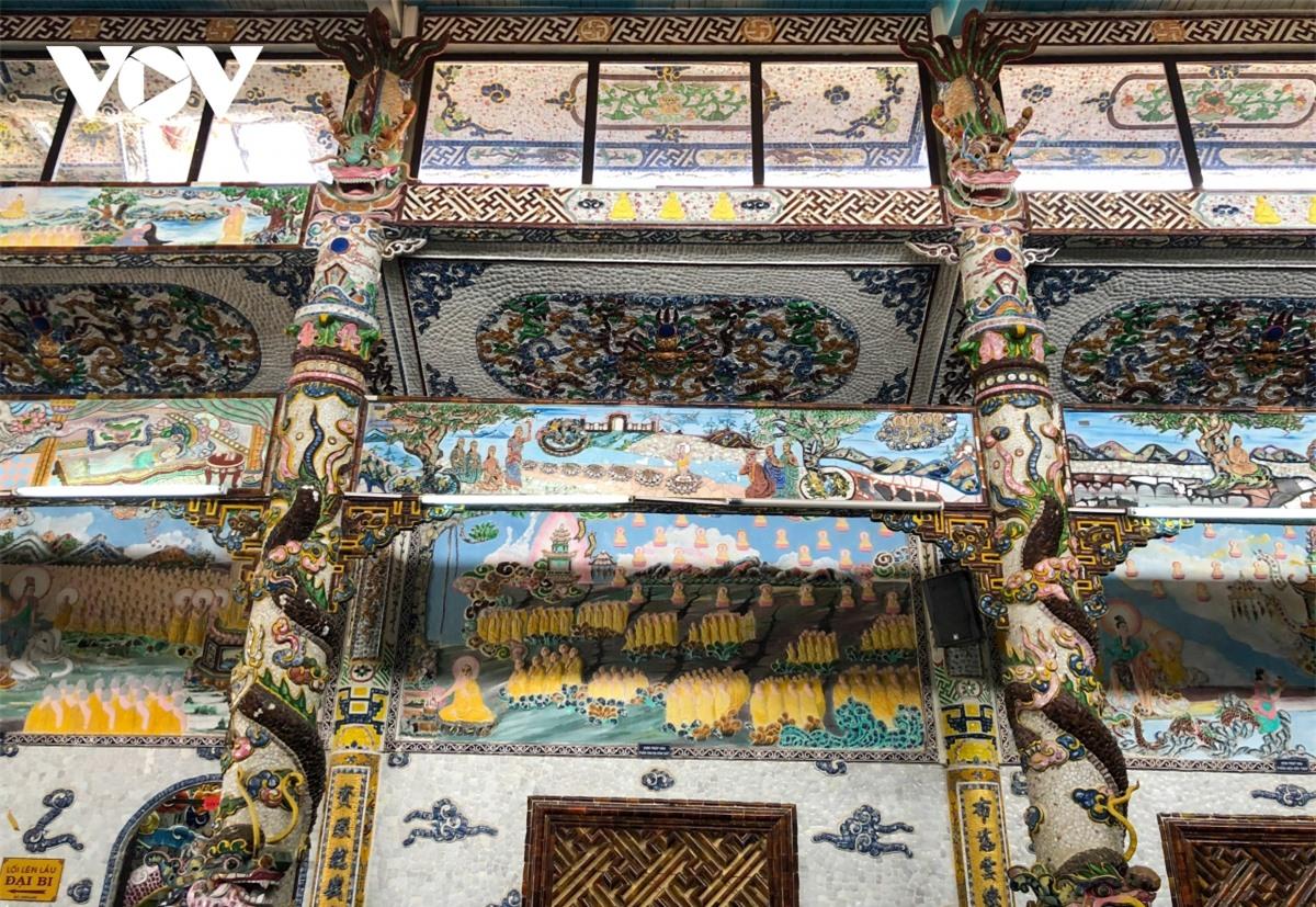 Cực độc đáo: Lạ mắt ngôi chùa bằng ve chai độc nhất vô nhị nắm giữ nhiều kỷ lục tại Lâm Đồng - Ảnh 4.