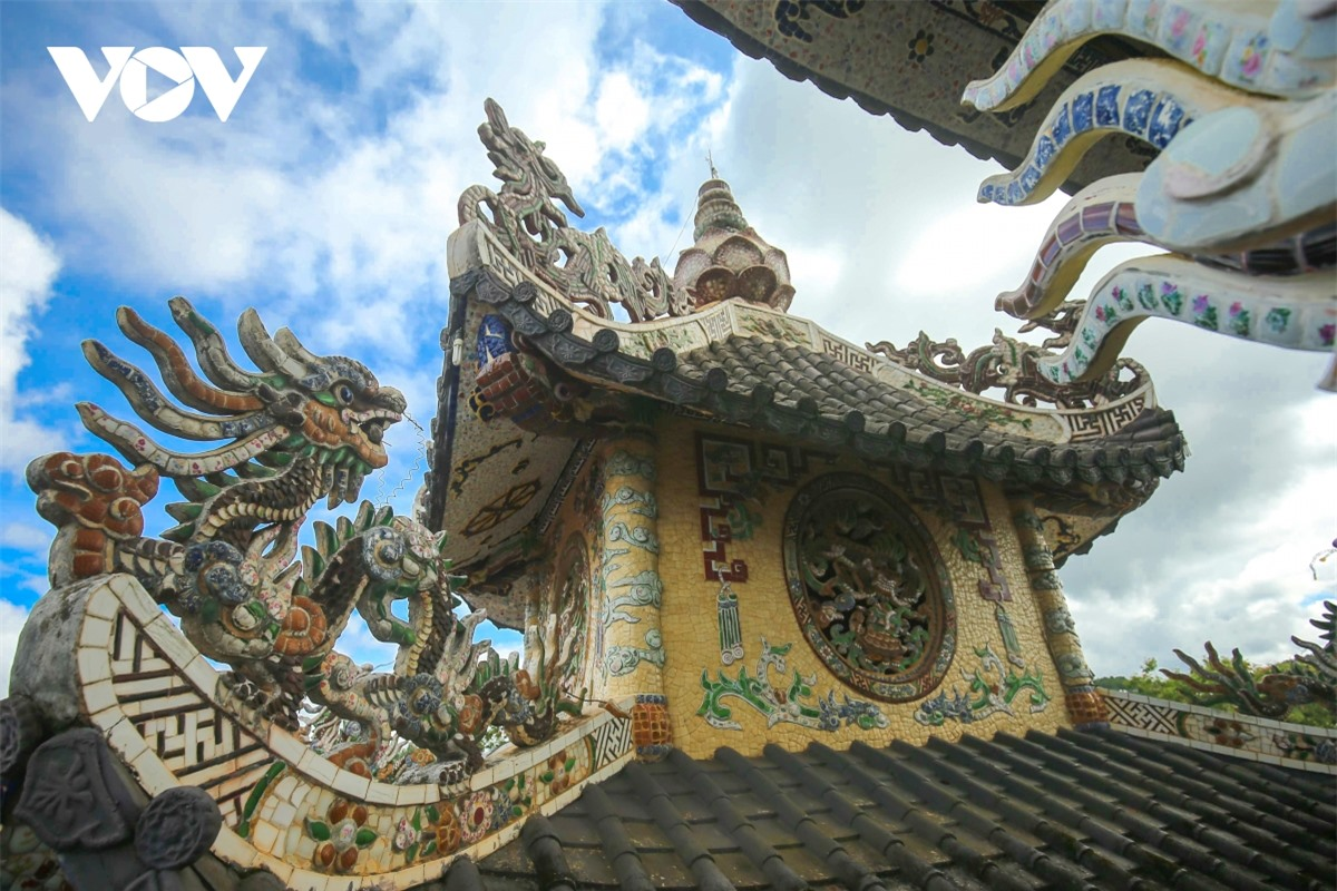 Cực độc đáo: Lạ mắt ngôi chùa bằng ve chai độc nhất vô nhị nắm giữ nhiều kỷ lục tại Lâm Đồng - Ảnh 6.