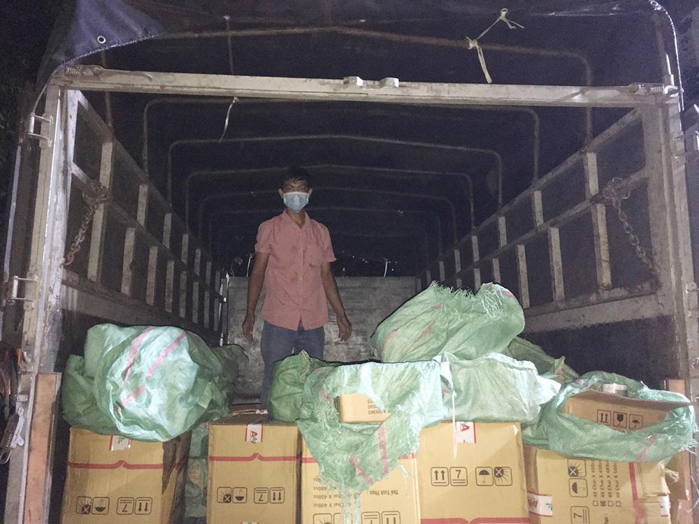 An Giang: Liên tiếp bắt giữ hàng nghìn chai thuốc bảo vệ thực vật không hóa đơn chứng từ - Ảnh 2.