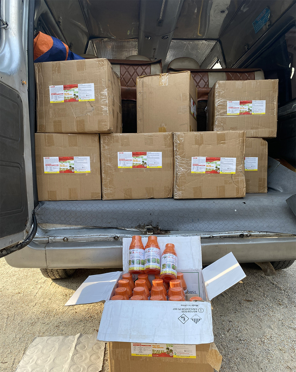 An Giang: Liên tiếp bắt giữ hàng nghìn chai thuốc bảo vệ thực vật không hóa đơn chứng từ - Ảnh 1.