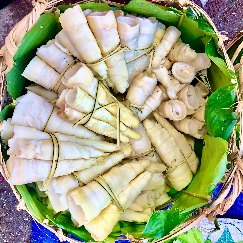 Đặc sản rau rừng ở Cao Bằng, đây thứ rau ăn ngọt như mì chính, kia thứ rau mầm mọc nhọn như lưỡi giáo - Ảnh 1.