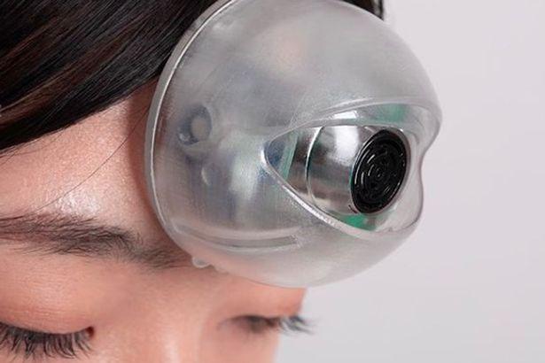 """""""Con mắt thứ ba"""" sẽ giúp người dùng đi bộ mà không cần nhìn đường - Ảnh 2."""