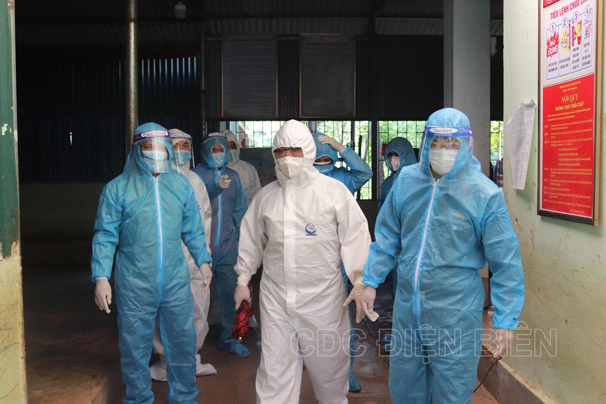 Điện Biên: Đình chỉ công tác 3 cán bộ liên quan đến chùm ca Covid-19 tại huyện Nậm Pồ - Ảnh 1.