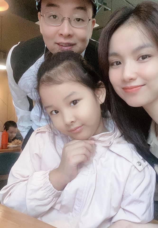 Người đẹp đầu tiên từng đăng quang Hoa hậu Hoàn vũ Việt Nam giờ ra sao? - Ảnh 4.