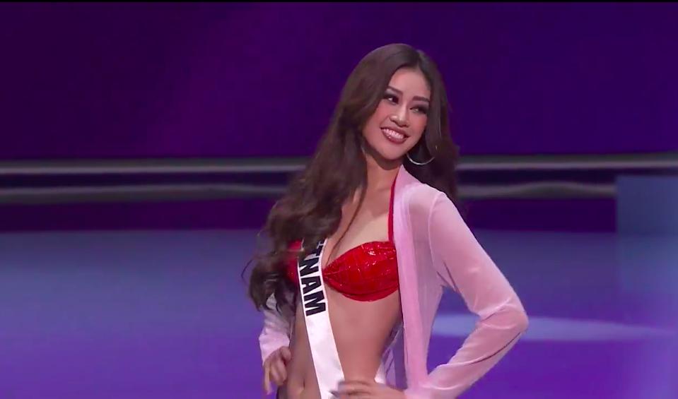 """""""Bỏng mắt"""" ngắm Khánh Vân mặc bikini quyến rũ tại Bán kết Hoa hậu Hoàn vũ 2020 - Ảnh 2."""