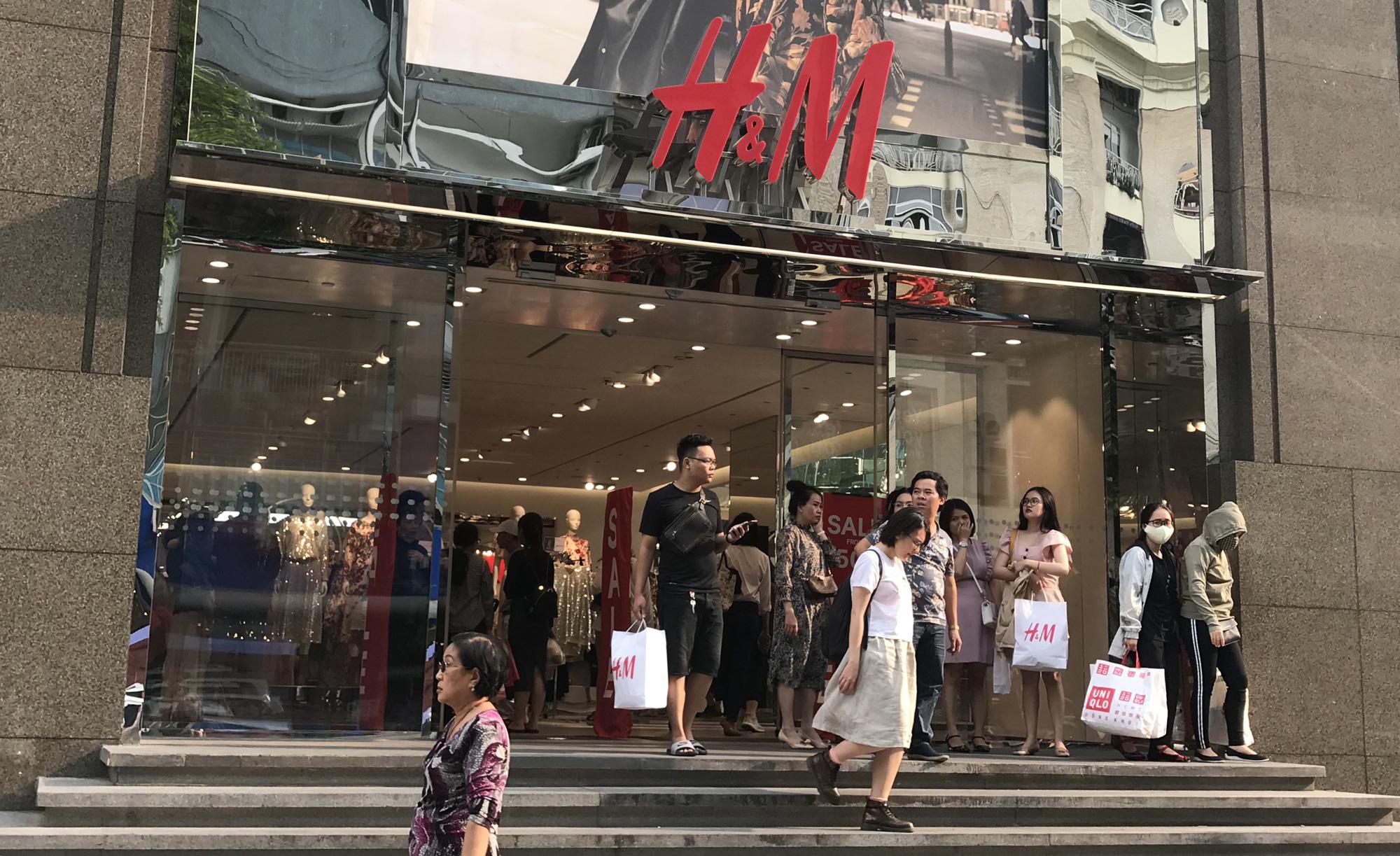 """""""Lép vế"""" trước Adidas, Zara, H&M, thời trang Việt nay càng điêu đứng hơn - Ảnh 2."""