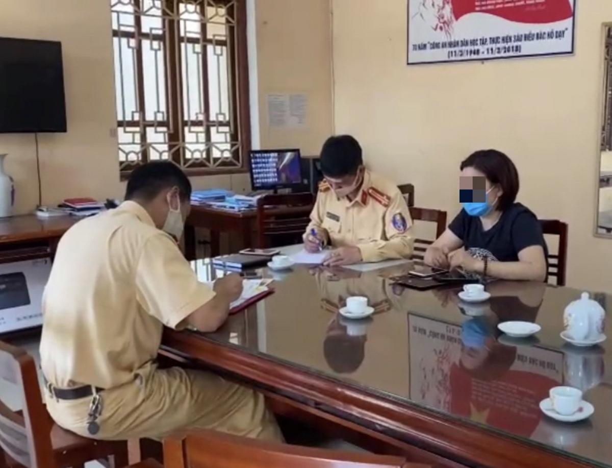 """CSGT nói gì về tranh cãi người lái ô tô lùi trên cao Hà Nội - Thái Nguyên là """"nam hay nữ"""" - Ảnh 2."""