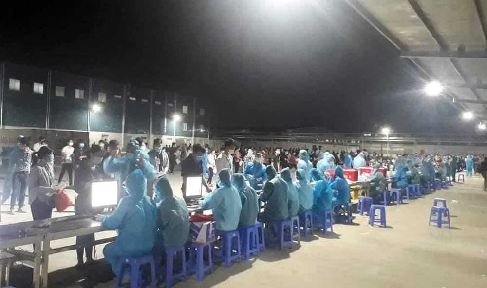 Quay cuồng trong tâm dịch Covid-19 ở Bắc Giang - Ảnh 1.
