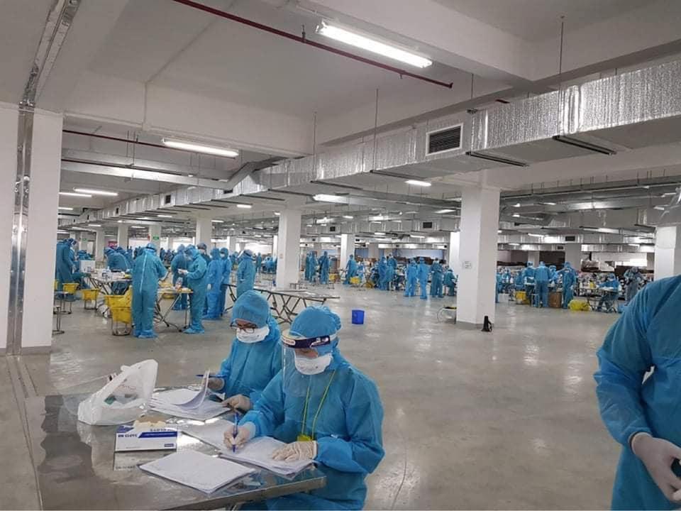 Làm việc xuyên đêm, thần tốc lấy 11.000 mẫu xét nghiệm Covid-19 tại Bắc Giang - Ảnh 2.