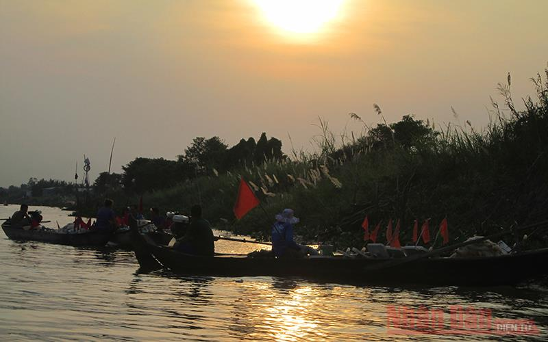 An Giang: Cá bông lau đặc sản trên sông Vàm Nao ngày càng hiếm, bắt được con to sao dân bà cậu vẫn buồn so? - Ảnh 3.