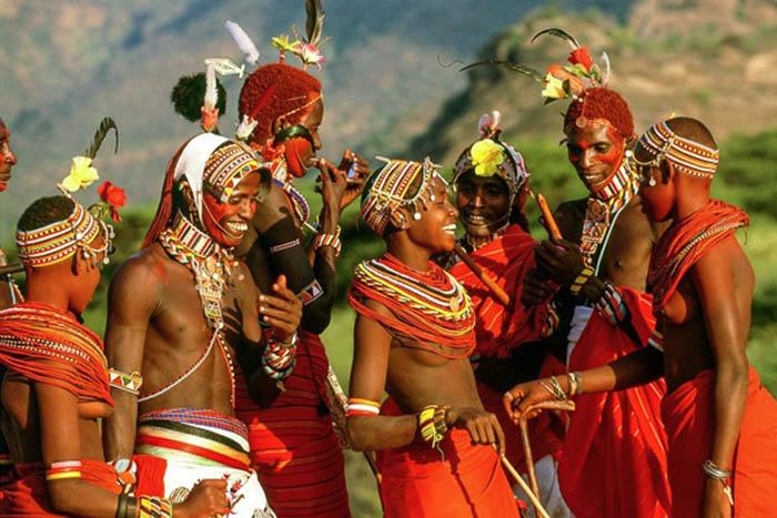 """Ấn tượng với tục lệ giết bò, cướp cô dâu của các """"chiến binh"""" bộ lạc Ariaal - Ảnh 1."""