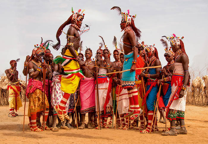 """Ấn tượng với tục lệ giết bò, cướp cô dâu của các """"chiến binh"""" bộ lạc Ariaal - Ảnh 6."""