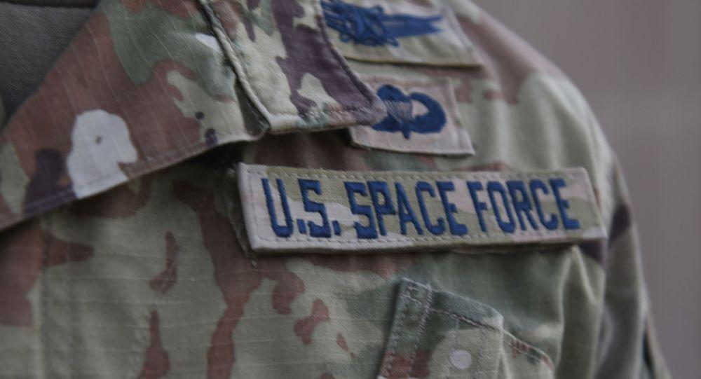 Đại tá Lực lượng Không gian Hoa Kỳ bị sa thải sau khi công kích các chính sách của Lầu Năm Góc  - Ảnh 1.