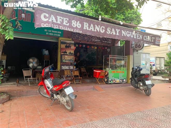 Khách ngày càng thưa thớt, quán cà phê Hà Nội lao đao chống đỡ COVID-19 - Ảnh 1.