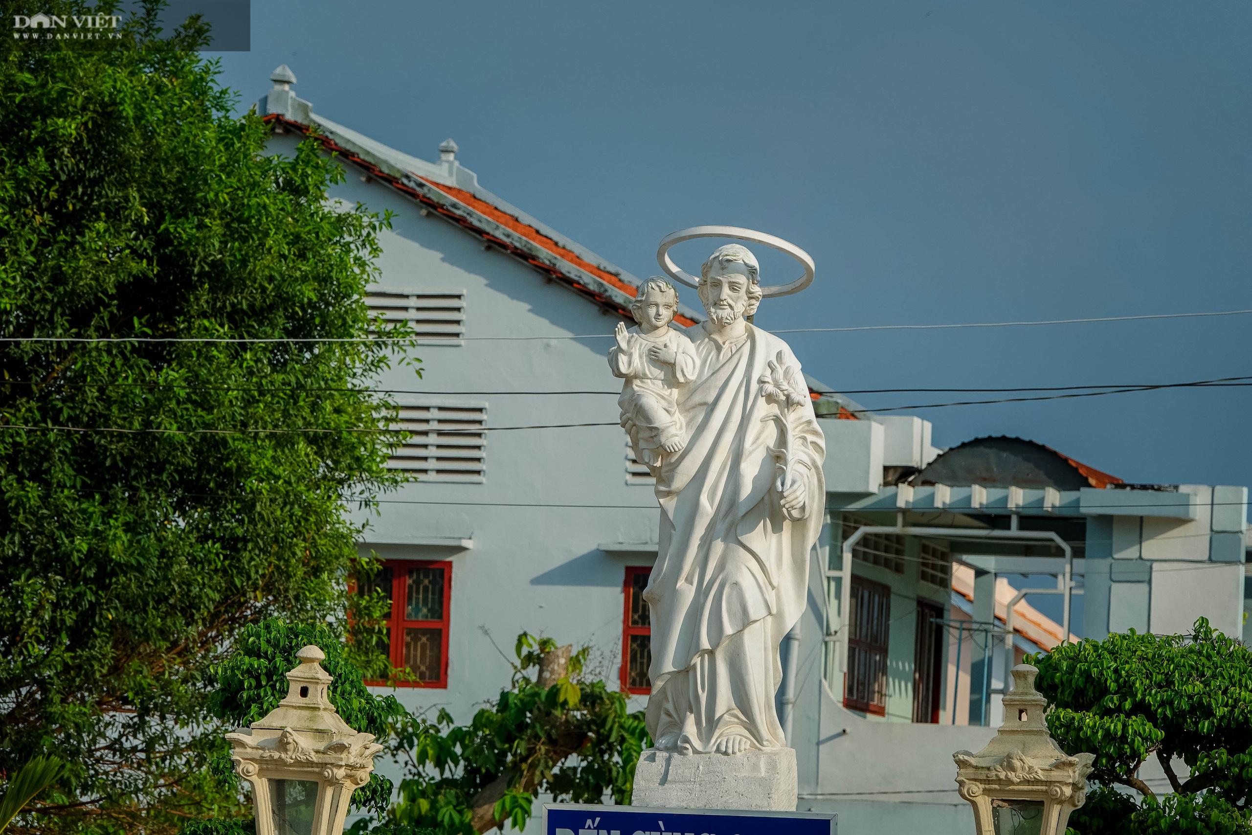 Chiêm ngưỡng vẻ đẹp của thánh đường xưa nhất miền Tây ở Cù Lao Giêng - Ảnh 7.