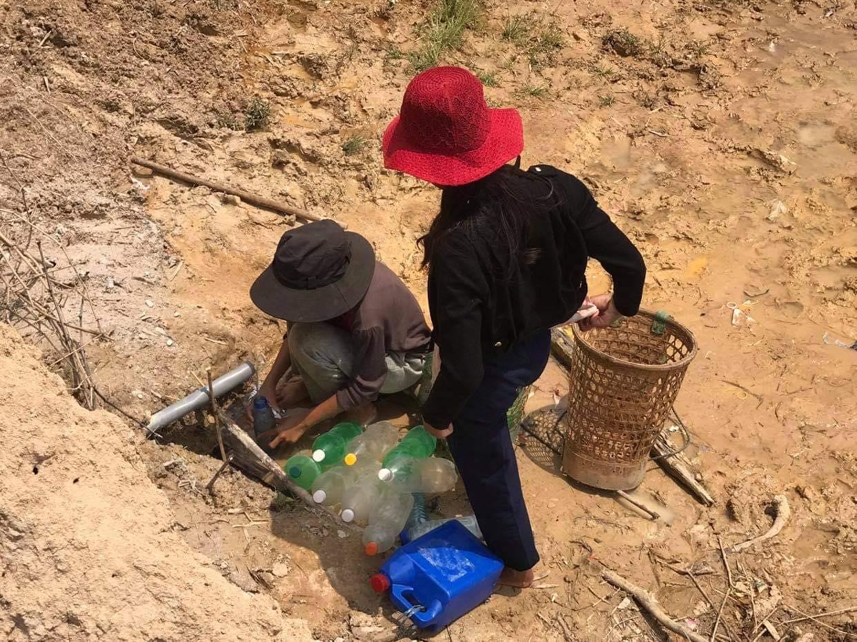 """Hàng trăm hộ dân """"khát nước"""" bên công trình nước sạch trăm tỷ - Ảnh 1."""