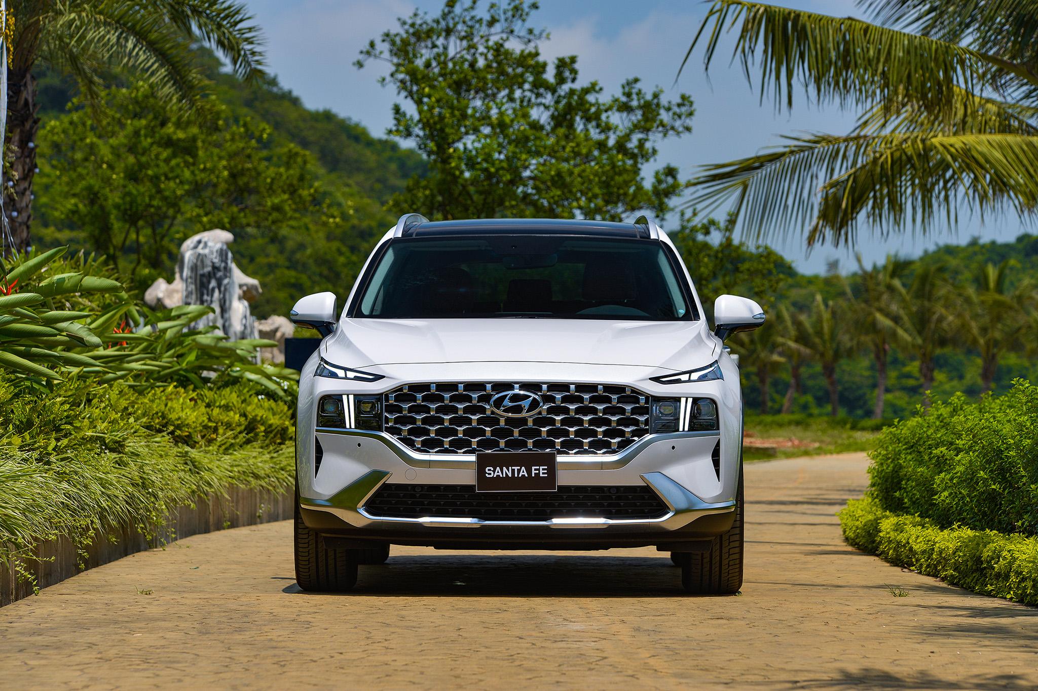 Hyundai Santa Fe 2021 chính thức ra mắt tại Việt Nam - Ảnh 1.