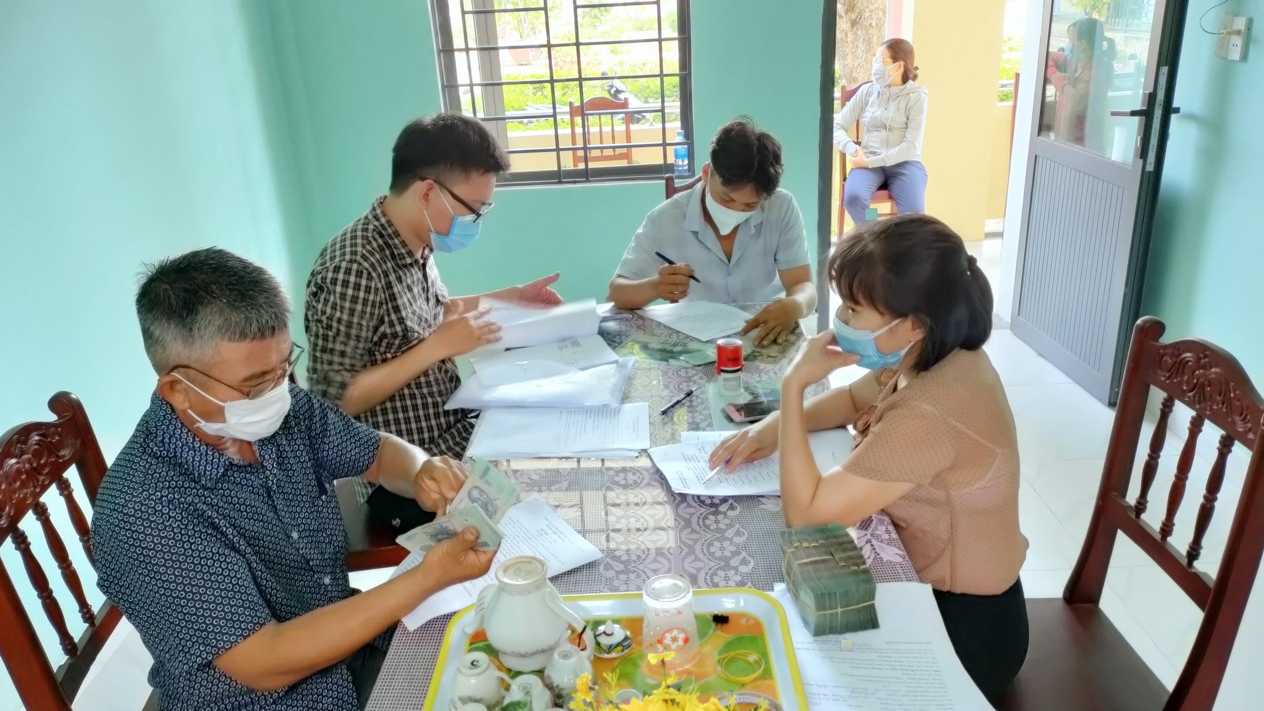 Quảng Nam: HND Điện Bàn giải ngân 1,5 tỷ Quỹ Hỗ trợ nông dân cho 20 hộ vay - Ảnh 1.