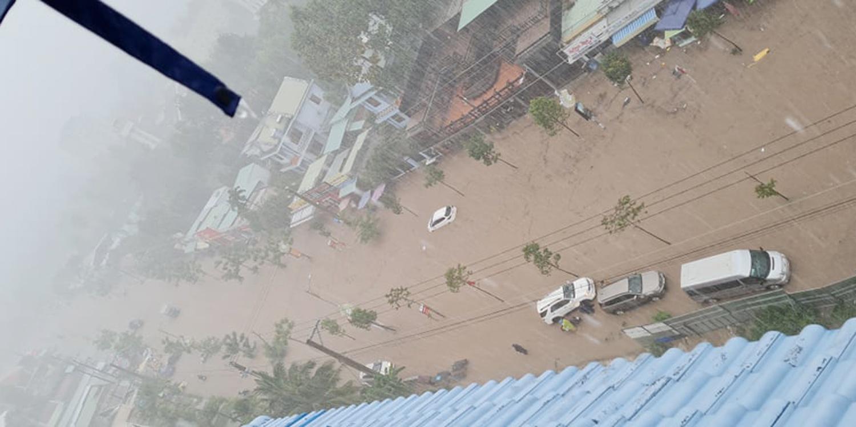 Nhiều tuyến đường ở Phú Quốc ngập sâu sau mưa - Ảnh 2.