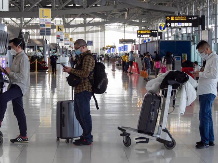 Nhiều sân bay khắp thế giới lại nhộn nhịp với các chuyến bay kín chỗ - Ảnh 10.