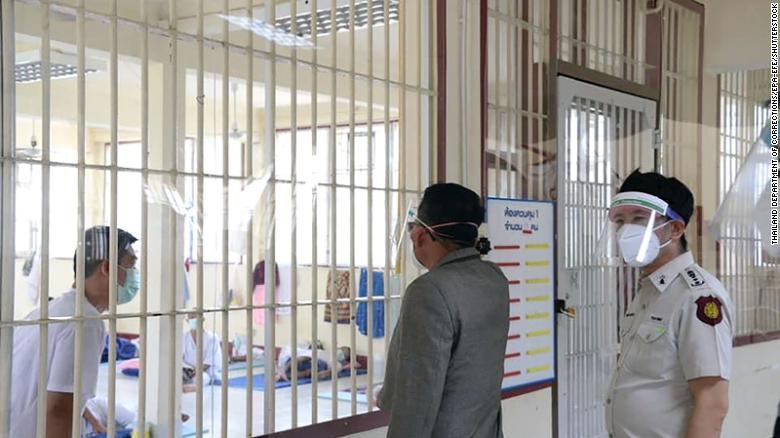 Thái Lan ghi nhận số người chết hàng ngày do Covid-19 cao nhất do virus lan truyền trong các nhà tù - Ảnh 1.
