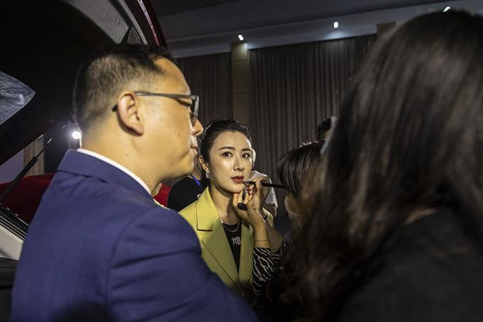 Ca sĩ bán tên lửa qua livestream lọt top 500 người giàu nhất Trung Quốc - Ảnh 3.