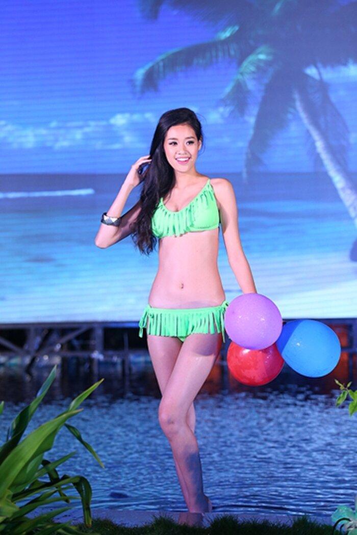 """Khánh Vân: Từ Hoa khôi Áo dài giản dị 8 năm trước đến Top 21 Miss Universe 2020 """"lột xác"""" khó tin - Ảnh 2."""