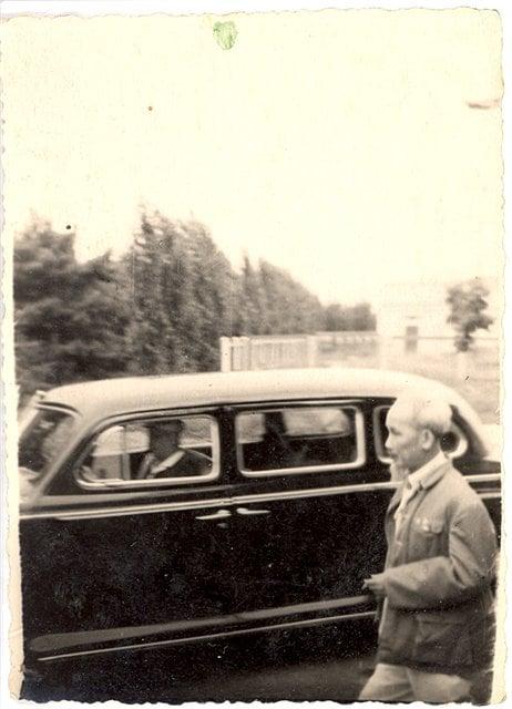 Hai bức ảnh hiếm về Bác Hồ tại Kiev do một học sinh trường làng chụp mùa hè 1959 - Ảnh 2.