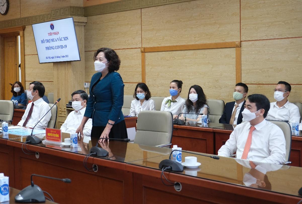 Vietcombank trao 25 tỷ đồng hỗ trợ Bộ Y Tế mua vắc xin phòng Covid-19 - Ảnh 3.