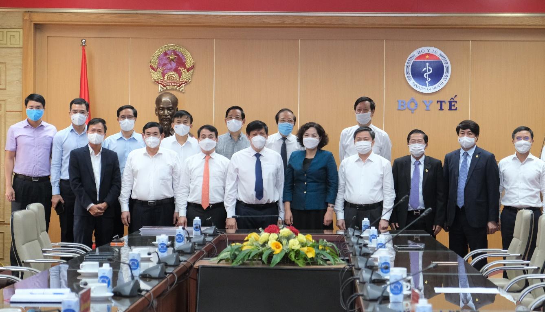Vietcombank trao 25 tỷ đồng hỗ trợ Bộ Y Tế mua vắc xin phòng Covid-19 - Ảnh 5.