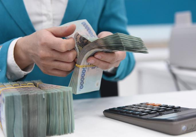 """7,4 triệu tỷ gửi tiết kiệm: Ngân hàng nhỏ """"âm thầm"""" tăng lãi suất tiết kiệm, VietinBank, Vietcombank và BIDV """"ngó lơ"""" - Ảnh 2."""