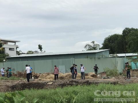 5 người chở nhau vào bãi đất trống, 4 người bỏ đi và 1 người chết thảm - Ảnh 1.