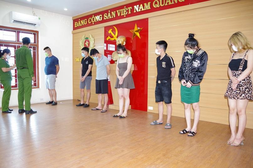 """Hải Dương: Karaoke KINGDOM bất chấp lệnh cấm do dich Covid-19, 31 dân chơi """"say sưa"""" bay lắc - Ảnh 1."""