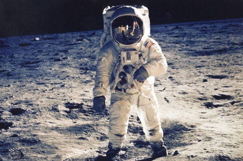 NASA sẽ đưa con người trở lại Mặt trăng trước năm 2026? - Ảnh 1.