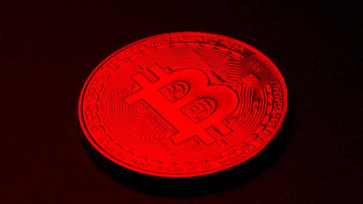 Bitcoin tiếp đà bán tháo trong đêm, nhà đầu tư chuyển hướng mua vàng - Ảnh 1.