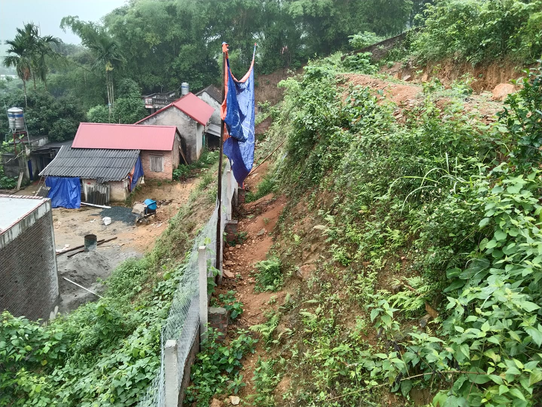 Hà Nội: Dân bức xúc tố hàng xóm cản trở xây nhà, tự ý phá tường rào không xin phép - Ảnh 3.