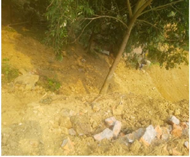 Hà Nội: Dân bức xúc tố hàng xóm cản trở xây nhà, tự ý phá tường rào không xin phép - Ảnh 1.