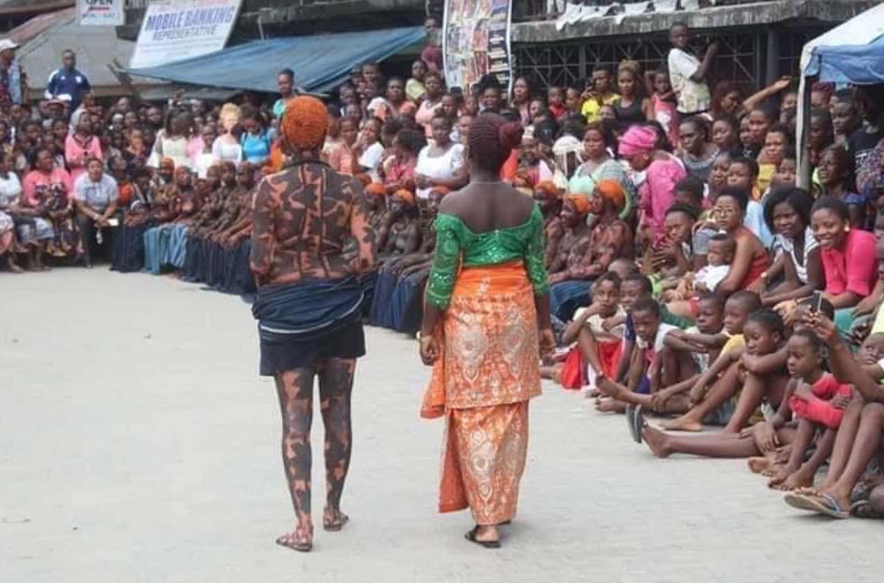 Lễ hội Iria: Nơi những cô gái thể hiện trinh tiết của mình để tìm người cầu hôn - Ảnh 2.