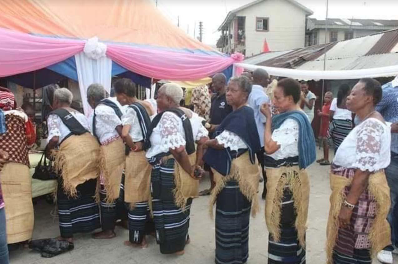 Lễ hội Iria: Nơi những cô gái thể hiện trinh tiết của mình để tìm người cầu hôn - Ảnh 3.