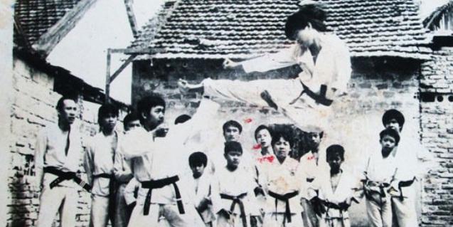 Cao thủ làng võ Sài Gòn: Tay không hạ đo ván 10 tên côn đồ - Ảnh 1.