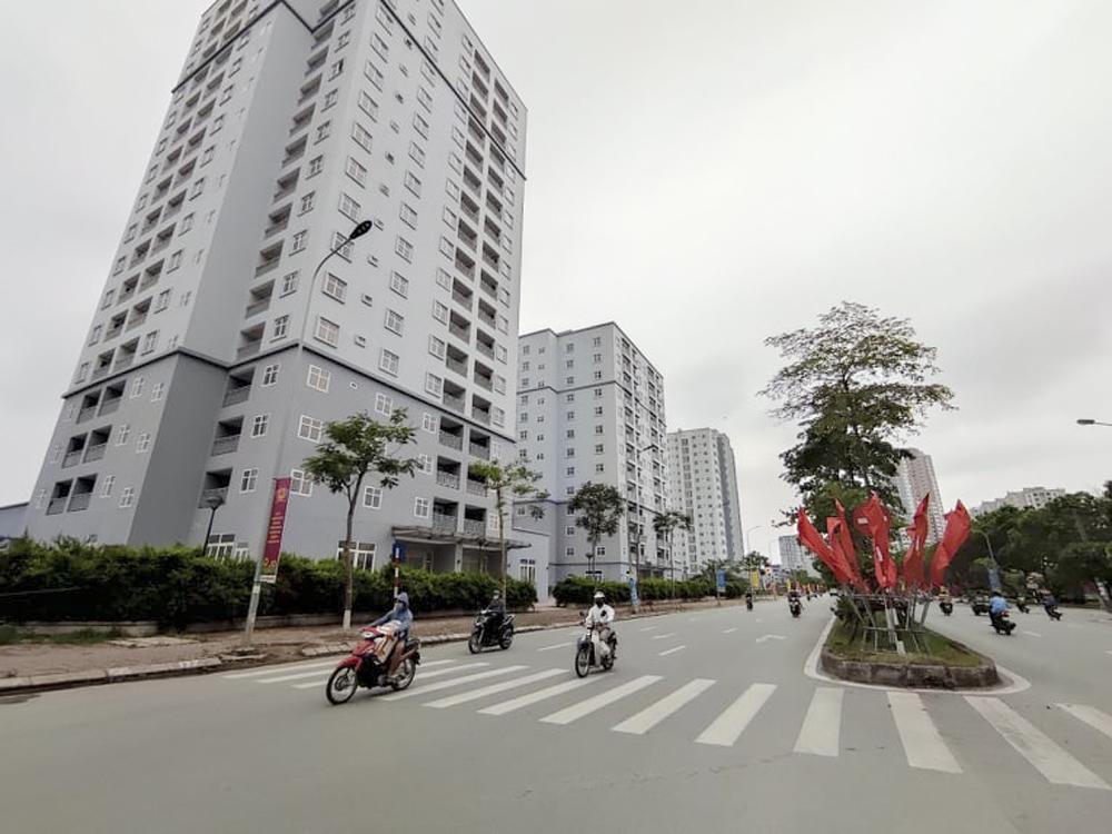 """Hà Nội: Sát mặt đường lớn, 3 tòa chung cư trên """"đất vàng"""" không có người ở, kim tiêm la liệt - Ảnh 1."""