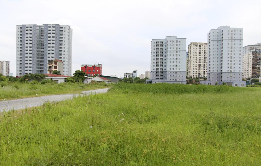 """Hà Nội: Sát mặt đường lớn, 3 tòa chung cư trên """"đất vàng"""" không có người ở, kim tiêm la liệt - Ảnh 2."""
