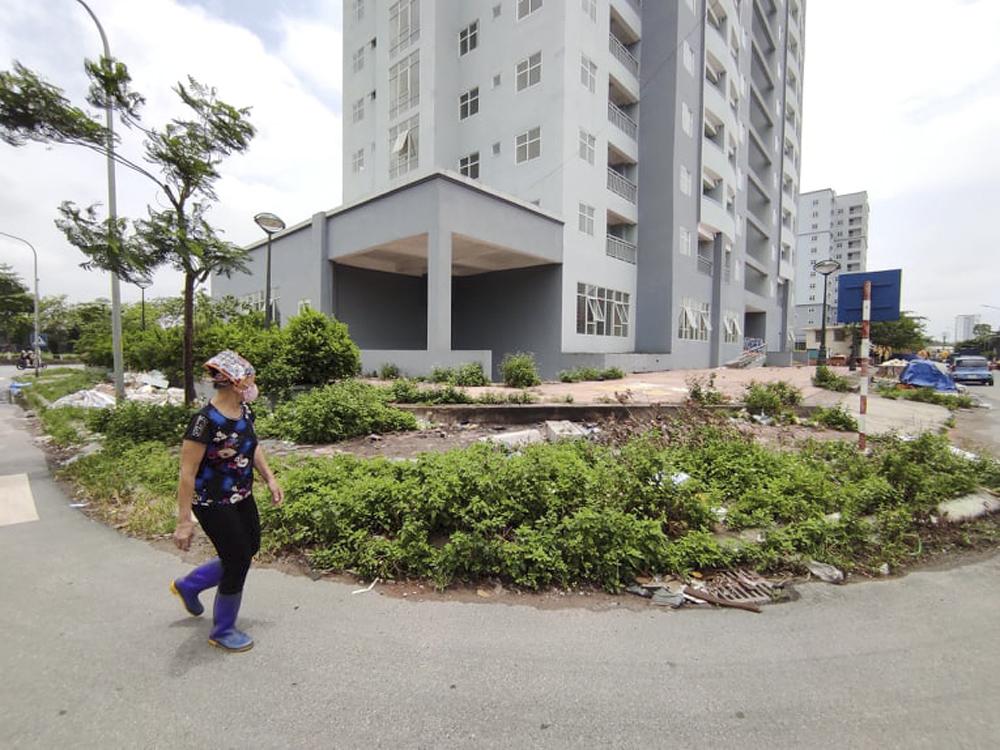 """Hà Nội: Sát mặt đường lớn, 3 tòa chung cư trên """"đất vàng"""" không có người ở, kim tiêm la liệt - Ảnh 3."""